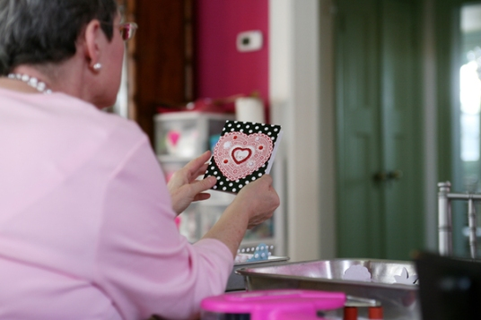 o01-22-12 Eve Admiring a Card