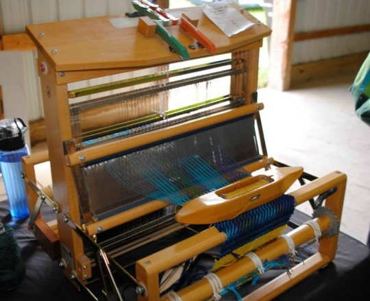 I really want to try my hand at weaving!